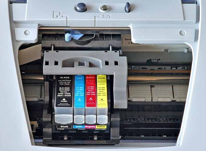 Doma imamo kar tri tiskalnike