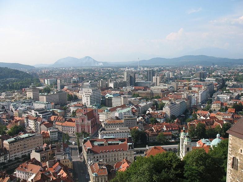 Hiša v Ljubljani z izjemno lepo okolico