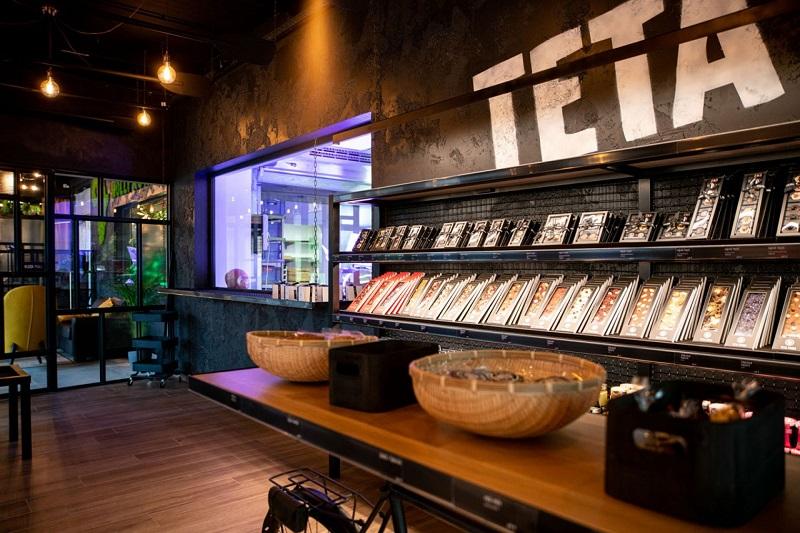 Prostori kavarne Teta Frida so opremljeni sodobno in izjemno lepo.